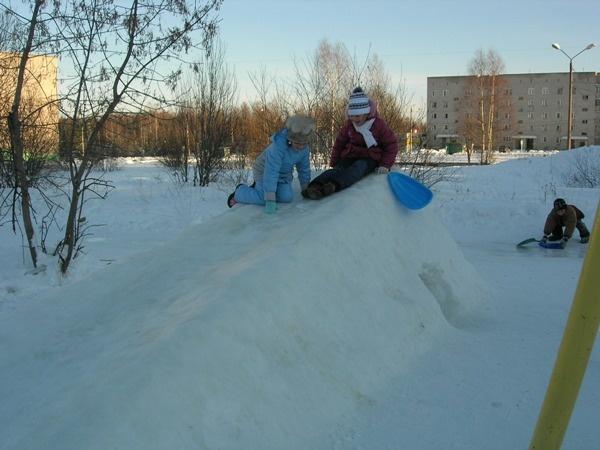 снежная горка во дворе своими руками