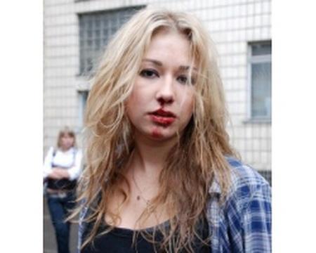 Статуя Монумента Независимости стала оранжевой, - на Майдане отметили Международный день борьбы с насилием по отношению к женщинам - Цензор.НЕТ 7108