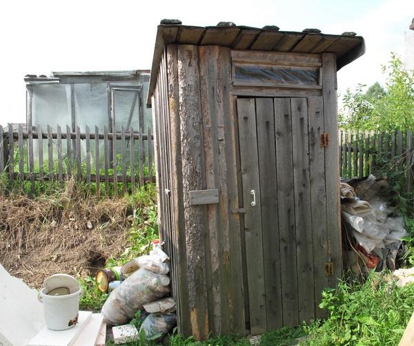 1-staryiy-tualet_новый размер