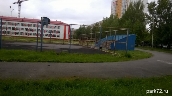 Вид на школу и стадион