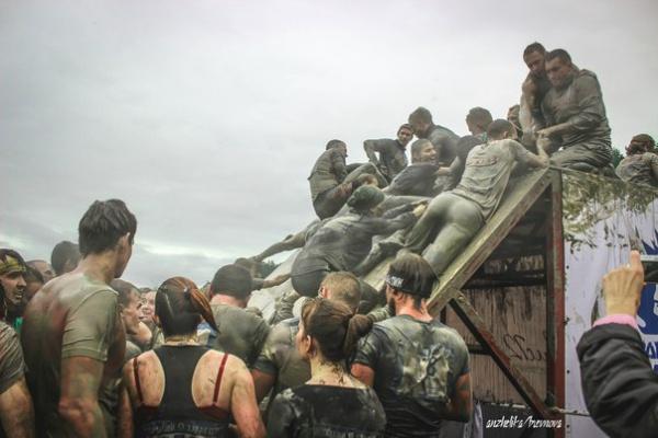 Все были грязные, мокроые, но счастливые