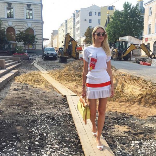 Ксюша уже несколько дней гуляет по Москве. Жалуется, что Первопрестольную всю изрыли кроты... И дороги стали похожи на трассу ,,Гонки героев,,