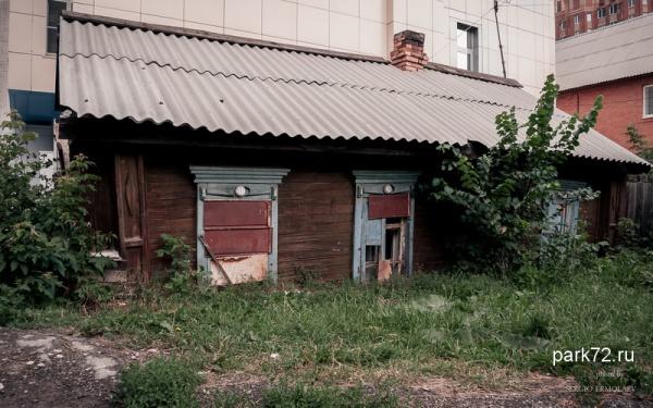 Старинный дом на Таборной. Возраст - более 100 лет. Конец июля 2015