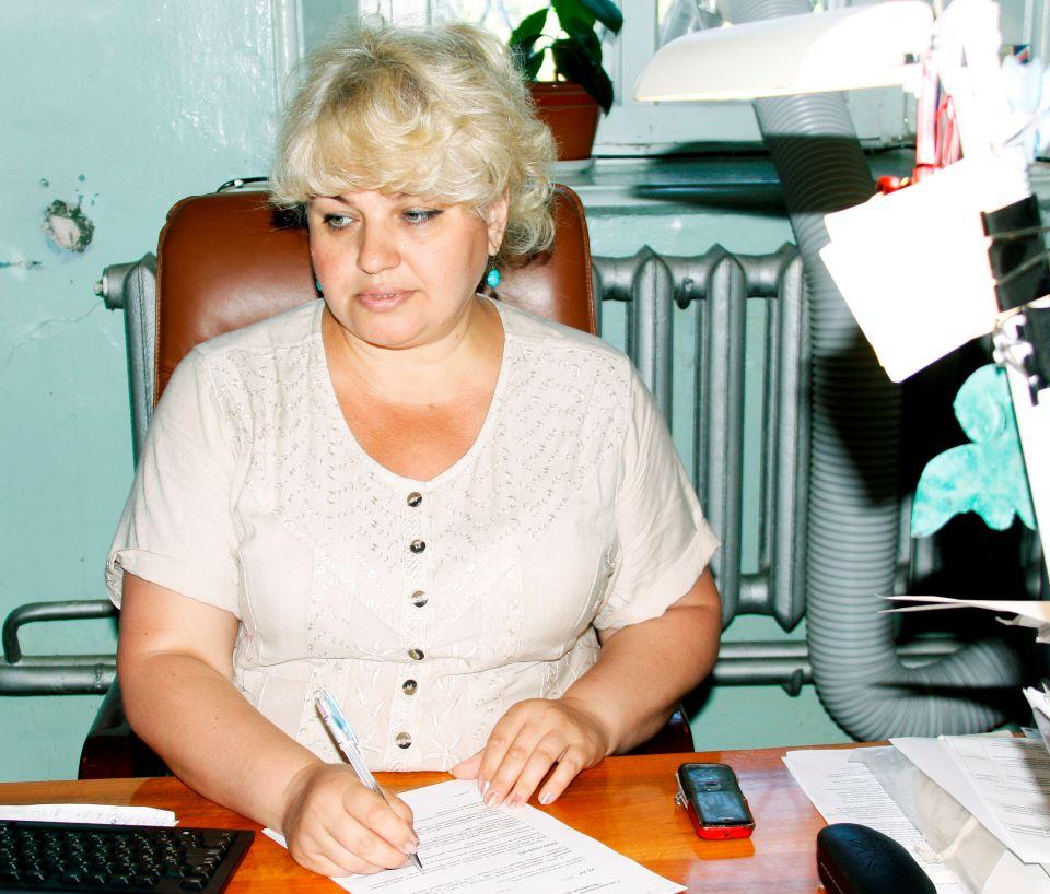 Елена Усольцева в рабочем кабинете