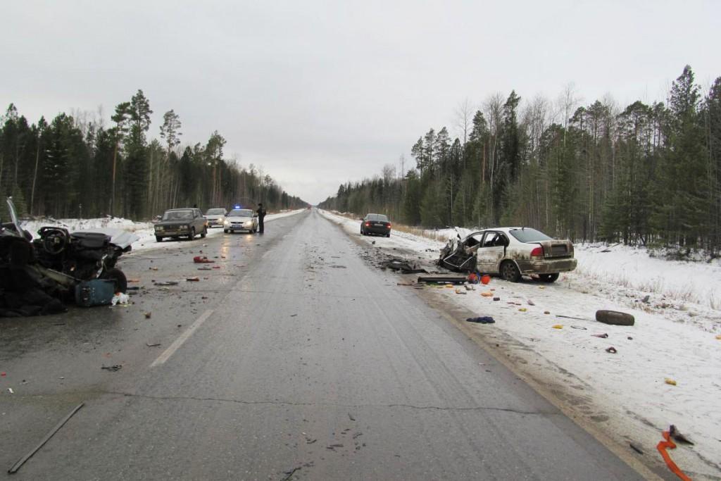 Три автомобиля столкнулись под утро на 491-м километре автодороги Тюмень-Ханты-Мансийск: