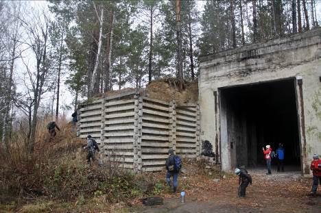 Лесными дорогами около 7 км до огромного ангара, где стояли, вероятно, «Бураны» с баллистическими ракетами