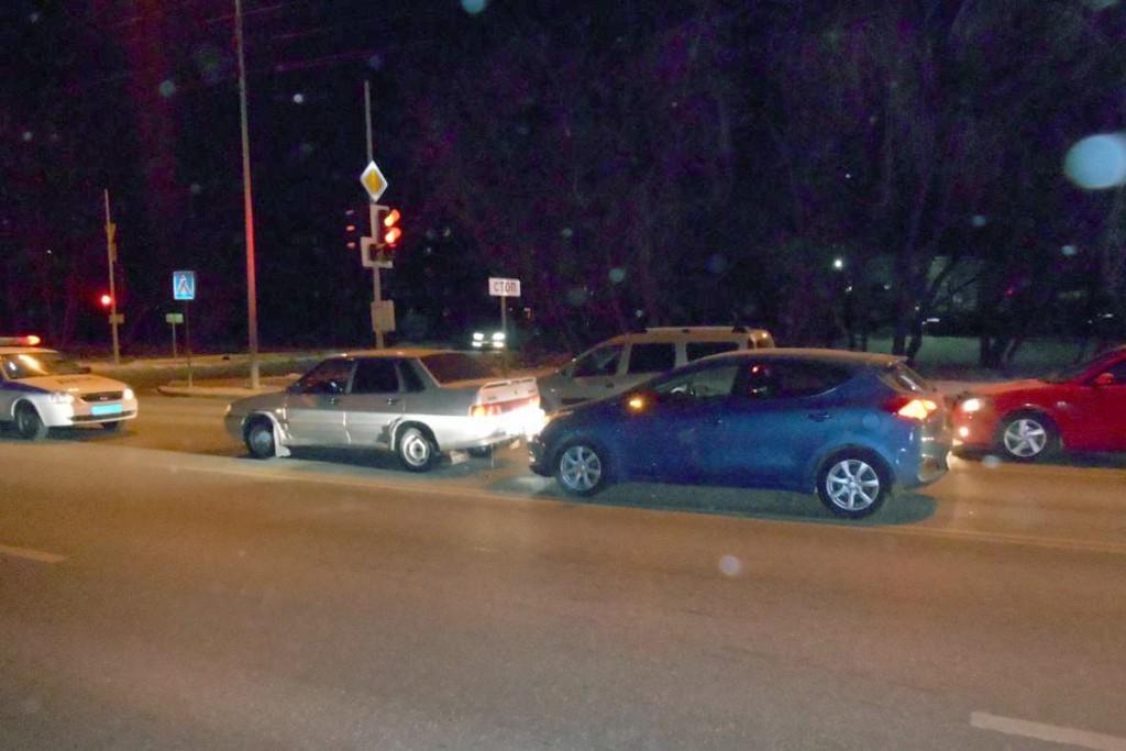 58-летний гражданин Португалии, не смог выбрать безопасную дистанцию, его автомобиль «КИА» въехал в «Ладу» 15-й модели на ул.Щербакова, 113