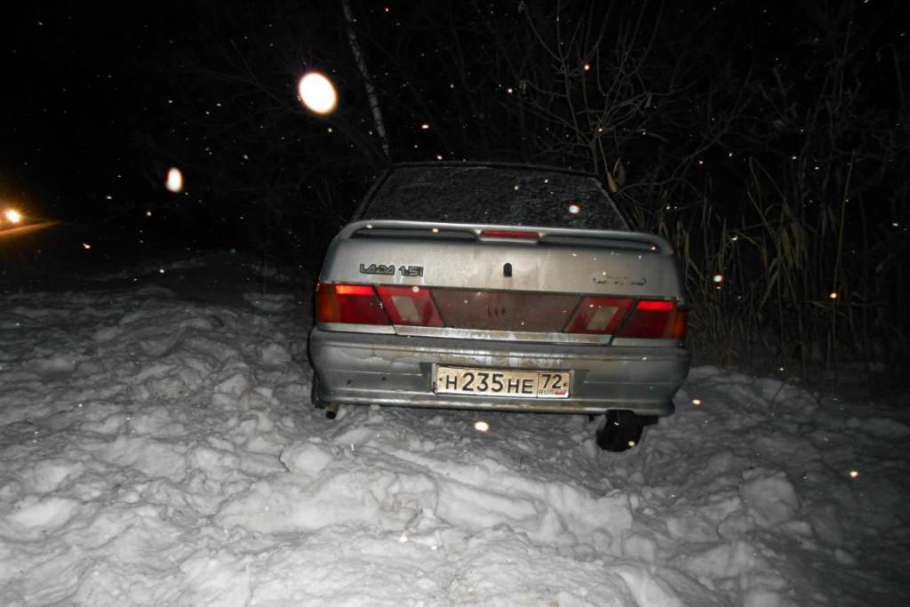 На 48-м километре автодороги Ишим-Викулово автомобиль «Киа» въехал в стоящий на  проезжей части грузовой автомобиль ЗИЛ 131