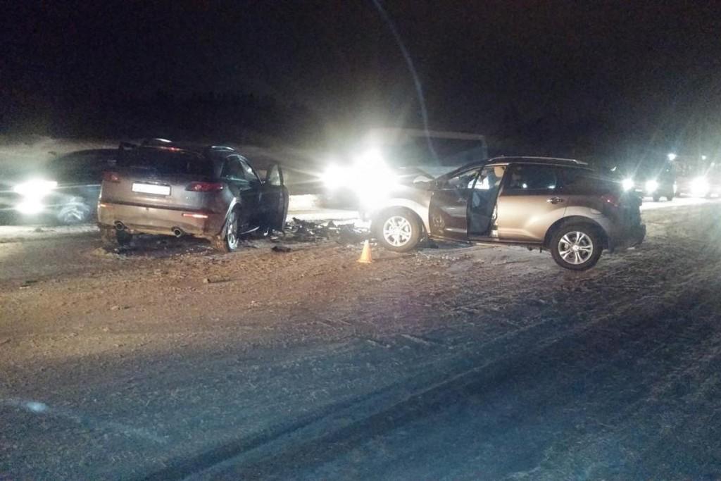 Нарушение правил расположения на проезжей части 65-летнего водителя «Ниссана» привело к столкновению автомобилей «Ниссан» и «Инфинити» в Тобольске