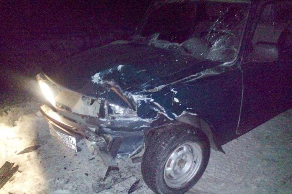 Водитель на «Ладе Гранта», завершая маневр обгона, столкнулся с попутной фурой «Фредлайнер», после этого «Ладу» отбросило на встречную полосу, где она уже практически на обочине столкнулась с автомобилем ВАЗ21041