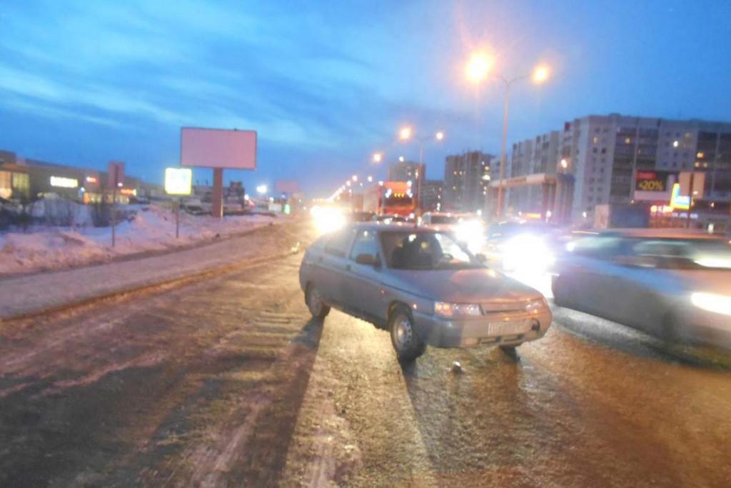 На ул.Федюнинского, 12  «Ладой» на расстоянии около 16-и метров пешеходного перехода сбита 31-летняя тюменка