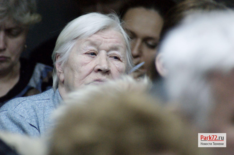 Вместо того, чтобы нянчить внуков пенсионеры вынуждены обивать пороги различных инстанций_result