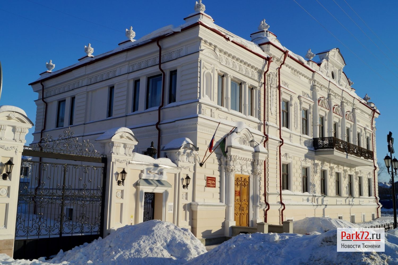 В конце улицы Мира приятный пример - здание работает и отремонтировано. Здесь, кстати, мировые судьи._result