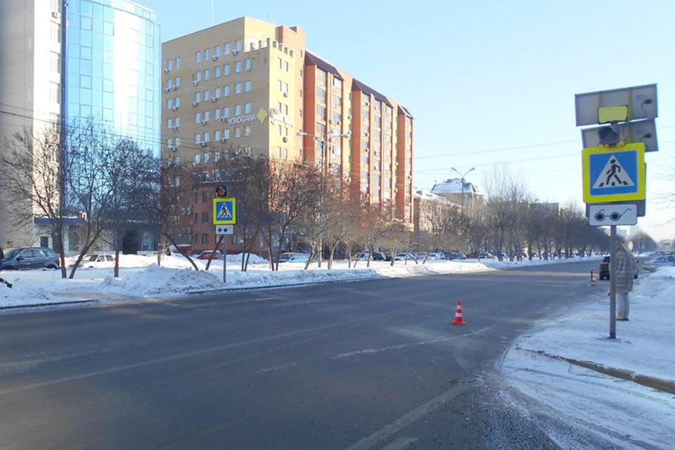 Тюмени на пешеходном переходе на ул.50 лет Октября, 26 42-летняя автоледи на автомобиле «КИА» сбила двух студенток 22-х и 23-х лет
