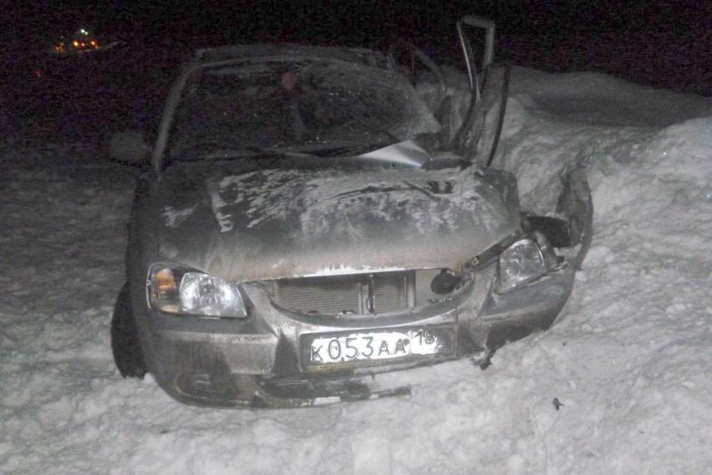 На 529-м километре федеральной автодороги Тюмень — Ханты-Мансийск в Уватском районе в пять часов вечера в воскресенье столкнулись автомобили «Хендэ Акцент» и «Урал»