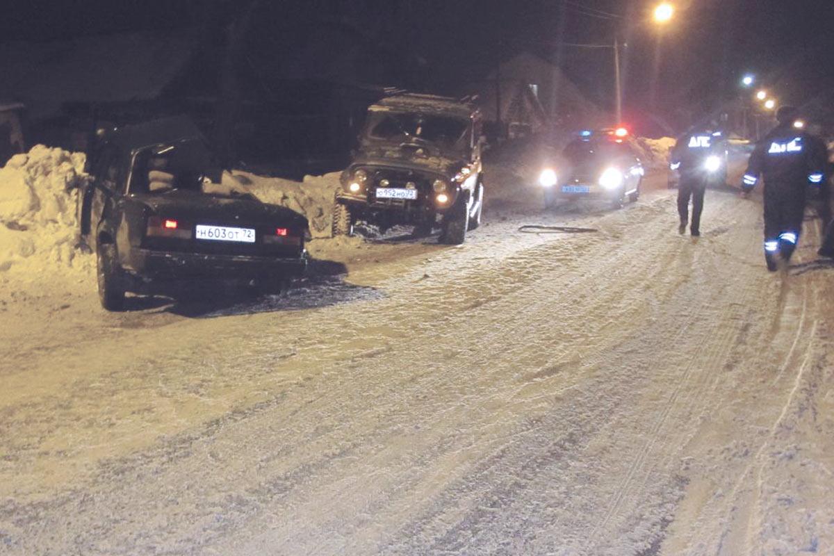 В 8 часов вечера в субботу на улице Ершова г. Ишима столкнулись «Жигули» 7-й модели и «УАЗ»