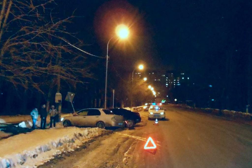 Вчера (3 февраля) в десятом часу вечера начинающая автоледи («права» получила только 5 дней назад) и ее 22-летний спутник пострадали в ДТП на улице Холодильной
