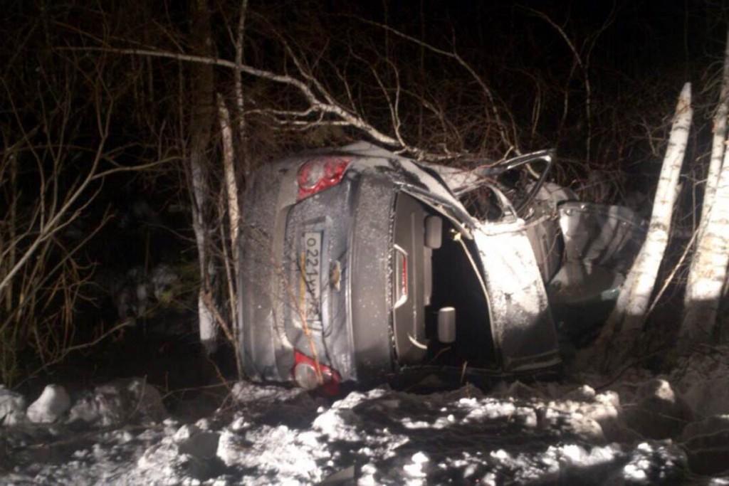 Автомобиль «Шевроле Авео» съехал в кювет и опрокинулся на 23-м километре автодороги Тюмень-Н.Тавда