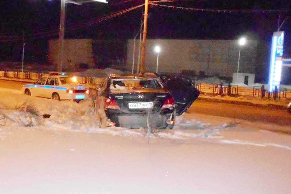 третьем часу ночи дорожную аварию на ул.Профсоюзной.1 спровоцировала начинающая водитель со стажем за рулем менее года, девушка не смогла выбрать безопасную скорость