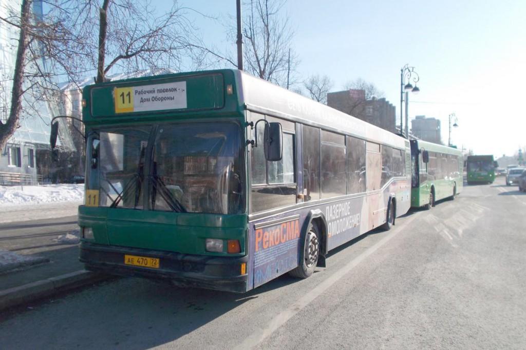 Два автобуса «МАЗ» столкнулись около полудня на ул.Республики, 147 на остановке общественного транспорта