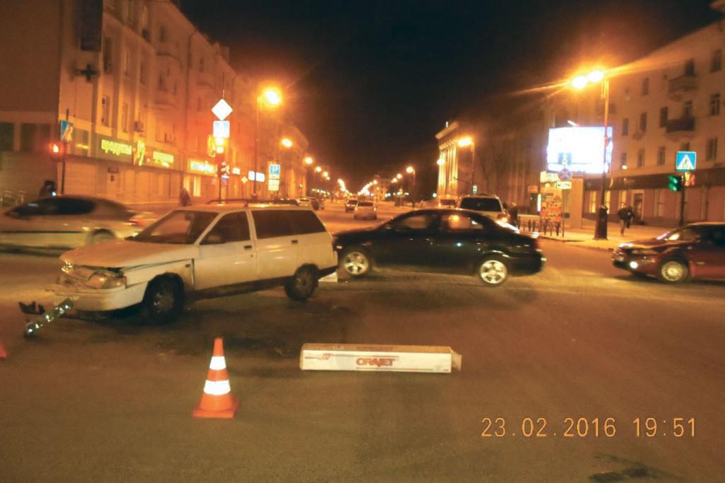Вчера днем в центре города столкновение автомобилей спровоцировала начинающая водитель со стажем за рулем 4 месяца