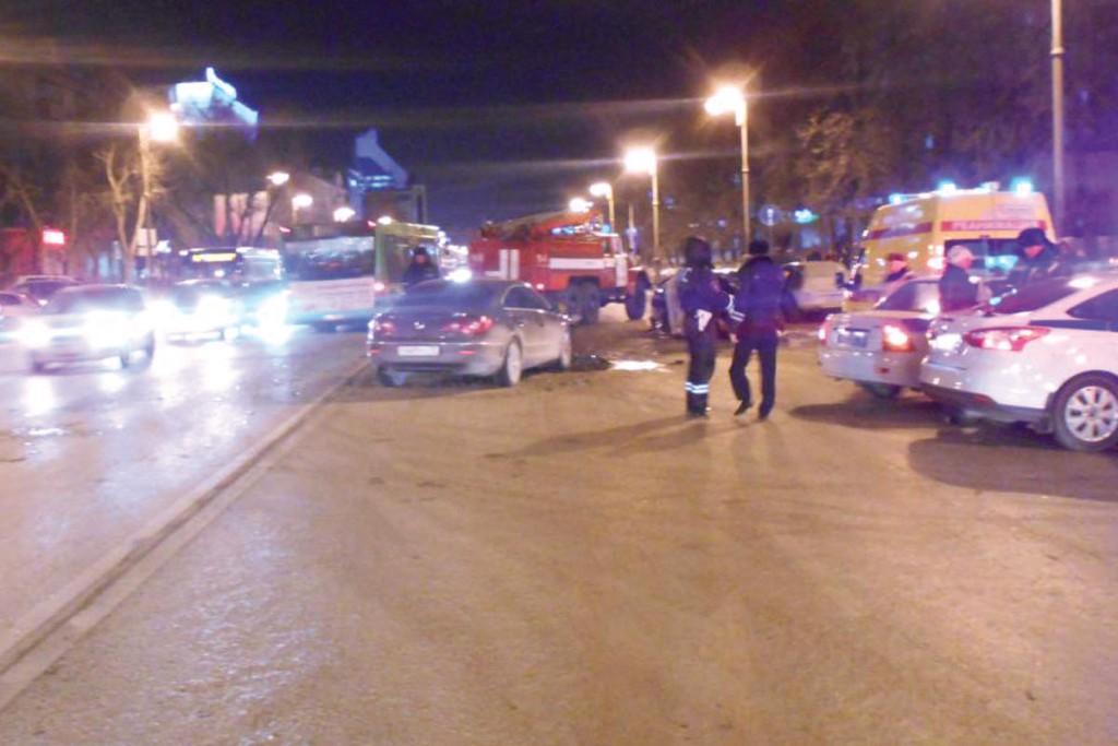 Около восьми часов вечера на ул.Республики, 94 столкнулись заниженная «Лада Приора» с цифрами 666 777-го региона на государственном номерном знаке, «Фольксваген Пассат» и «Опель Астра»