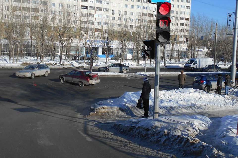 «Лада» 10-й модели и «Хундай Гетц» столкнулись на ул.Широтной, 113