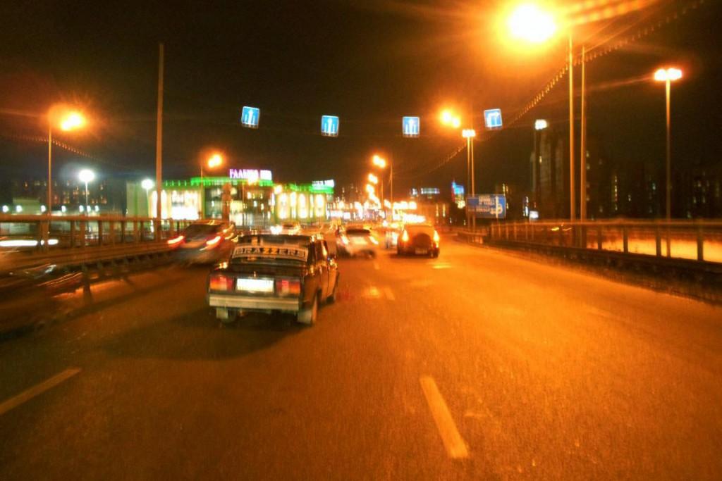 Жигули» пятой модели и «Тойота РАФ4» столкнулись на путепроводе улицы Мориса Тереза
