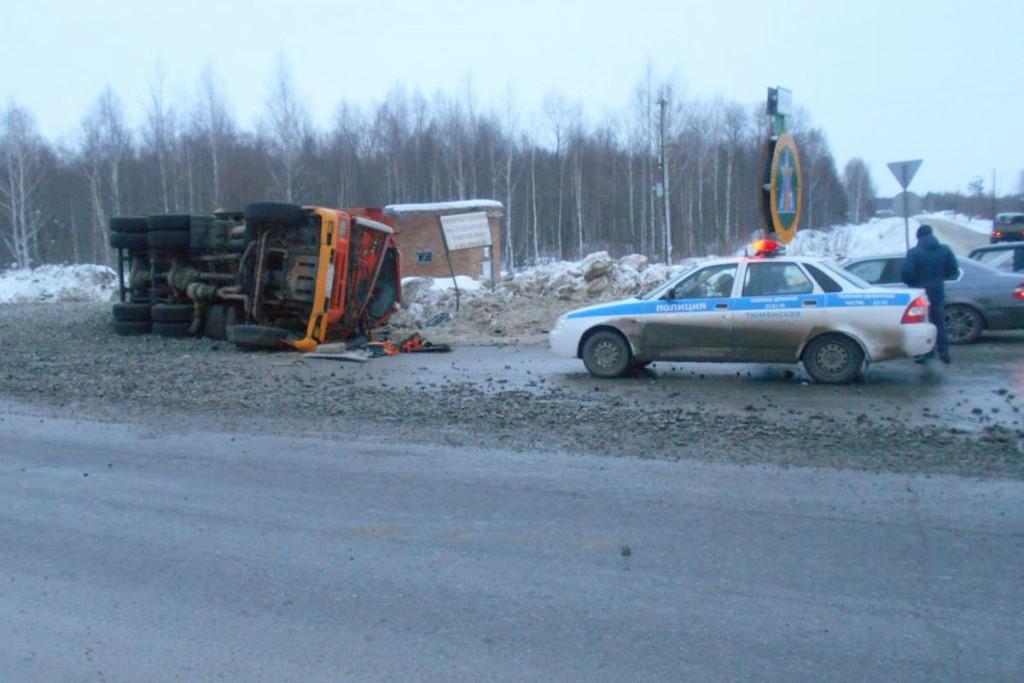 Тобольске на проспекте Дзираева столкнулись два большегруза «КамАЗ» и «Вольво»