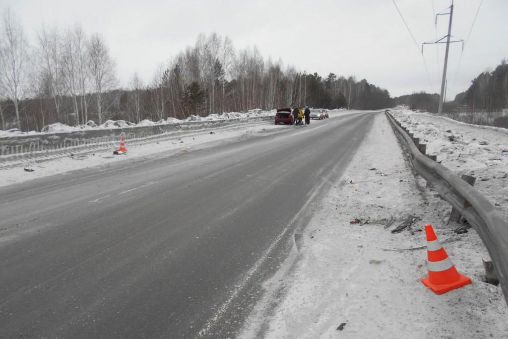 На 31-м километре автодороги Тюмень-Боровский-Богандинский автомобиль «Шевроле Лачетти» въехал в ограждение проезжей части