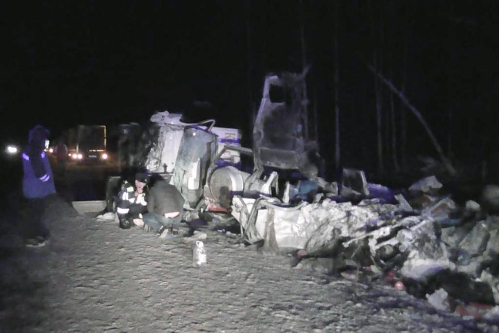 Два человека погибли около восьми часов вечера на 144-м километре федеральной автодороги Тюмень-Ханты-Мансийск в Ярковском районе