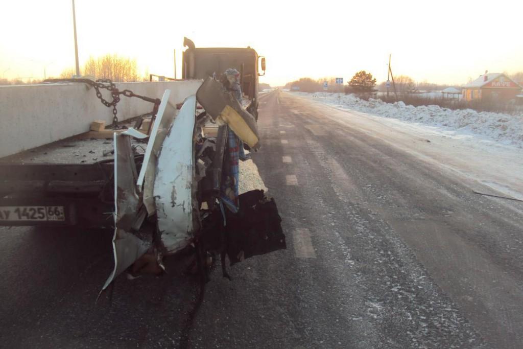 Газель» и фура столкнулись на 189-м километре федеральной автодороги Тюмень-Ханты-Мансийск