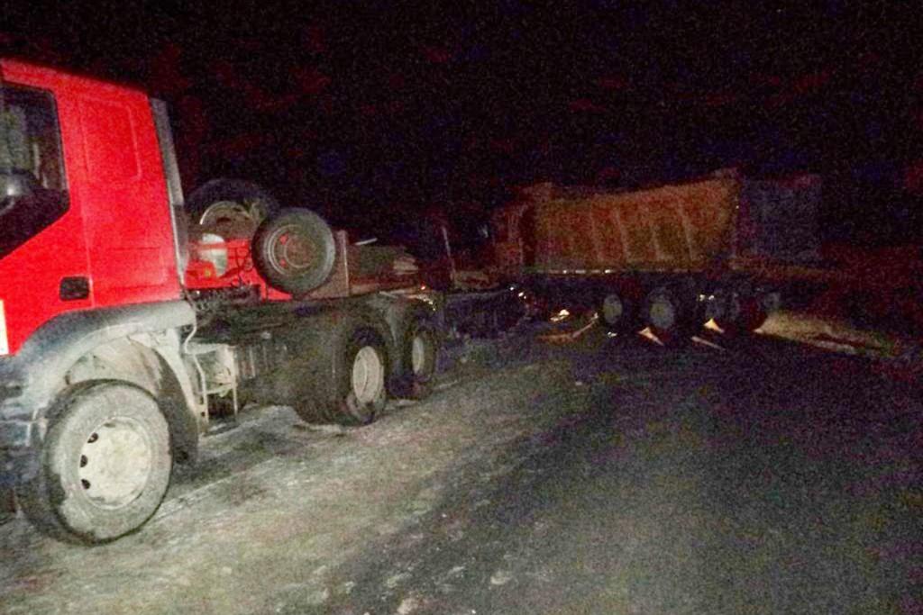 На 444-м километре трассы Тюмень-Ханты-Мансийск автомобиль «Шанкси» въехал в стоящую фуру «Ивеко» с полуприцепом
