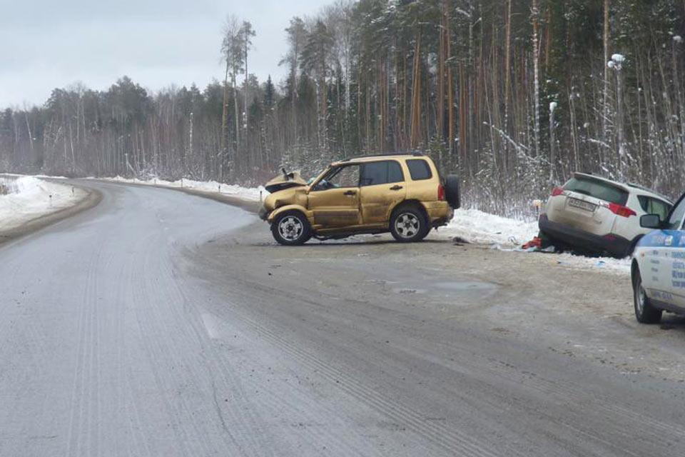 4 человека пострадали в ДТП, произошедшем в 11 часов на 472-м километре федеральной автодороги Тюмень – Ханты-Мансийск