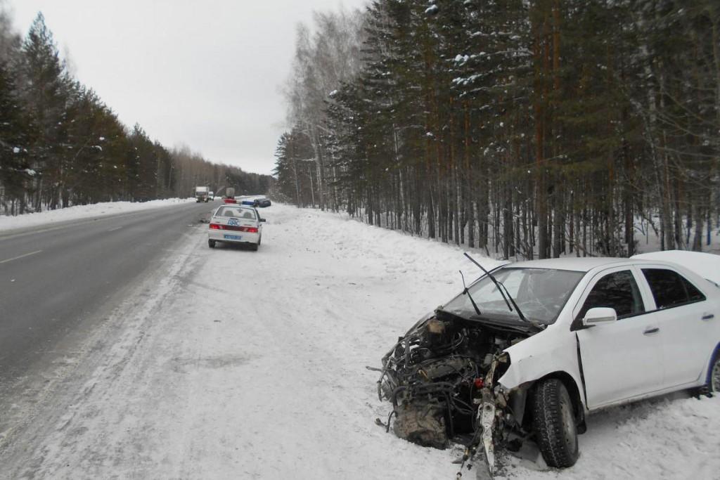 На 62-м километре федеральной автодороги Тюмень-Ханты-Мансийск столкнулись «Джилли» и «Тойота Камри»