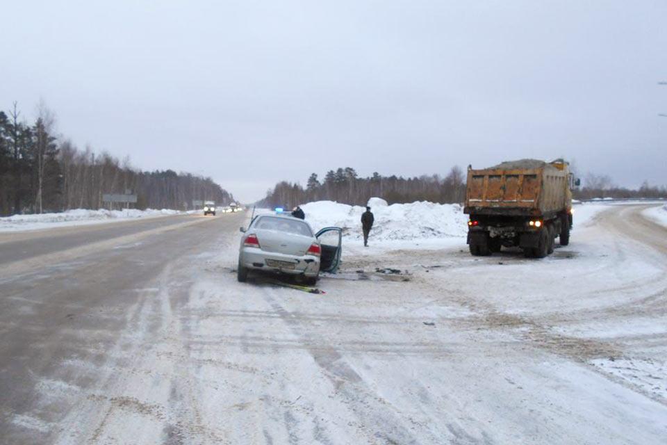 4 человека пострадали в дорожной аварии на 20-м километре федеральной автодороги Тюмень-Омск