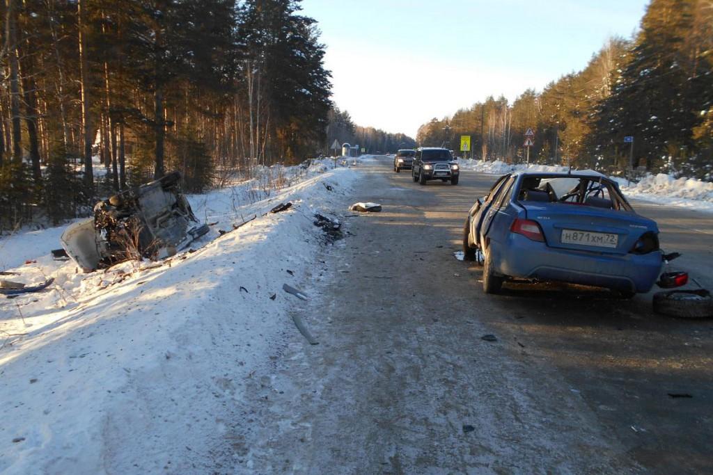На 19-м километре автодороги Тюмень-Салаирка столкнулись «ДЭУ Нексия» и «Фольксваген»
