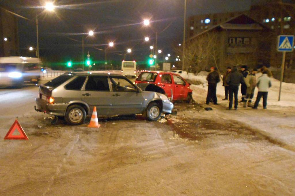 Три автомобиля «ДЭУ Матиз», «Лада» 14-й модели и «Ока» столкнулись в Тюмени на ул.Ватутина, 6