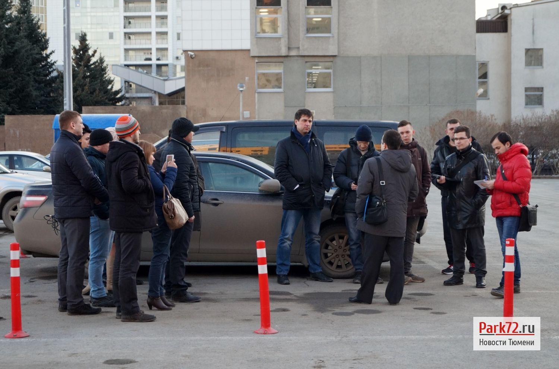 Тюменские общественники и журналисты проверили парковку у администрации_result