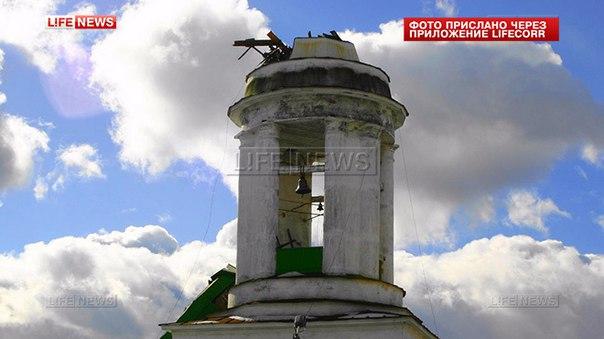 ветром сорвало шпить в Свято-Троицком храме Алапаевска. LifeNews