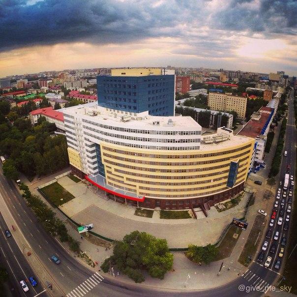 Новый, седьмой корпус ТюмГНГУ. Фото Ивана Севрюгина.