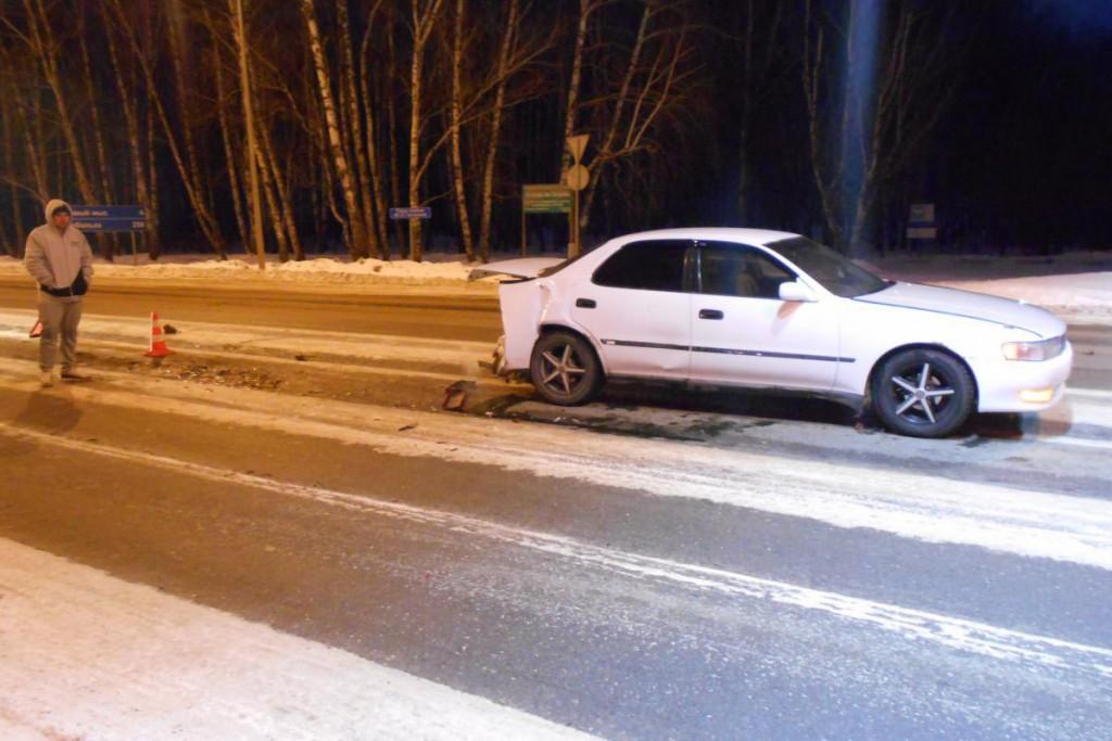 На автомобиле ВАЗ21099 37-летний водитель не смог выбрать безопасную дистанцию, въехал в «Тойоту Креста»