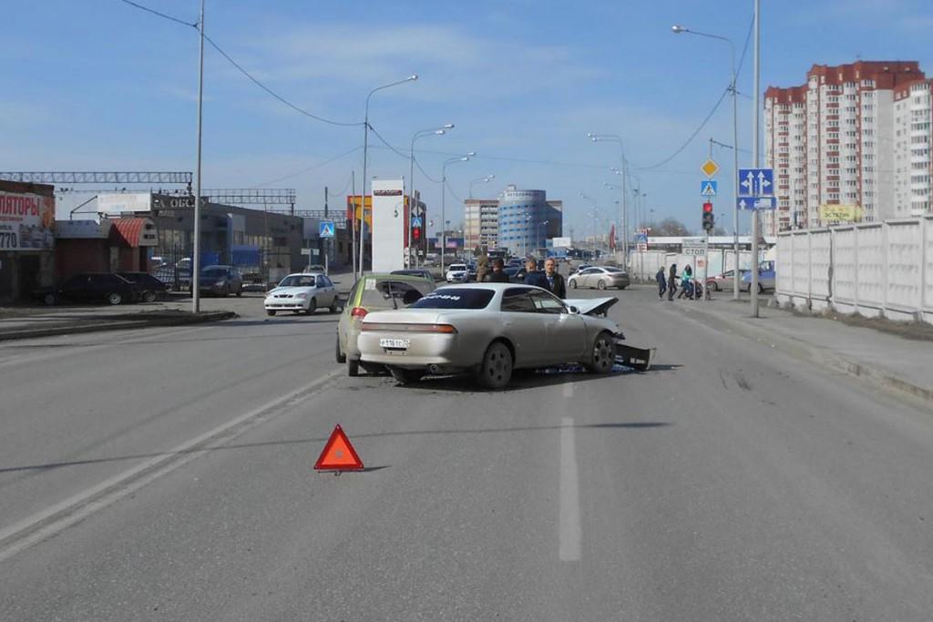 Три автомобиля: «ЗАЗ Шанс», «Дэу Матиз» и «Тойота Марк 2», столкнулись в субботу около полудня на пересечении улиц 50 лет ВЛКСМ и Максима Горького