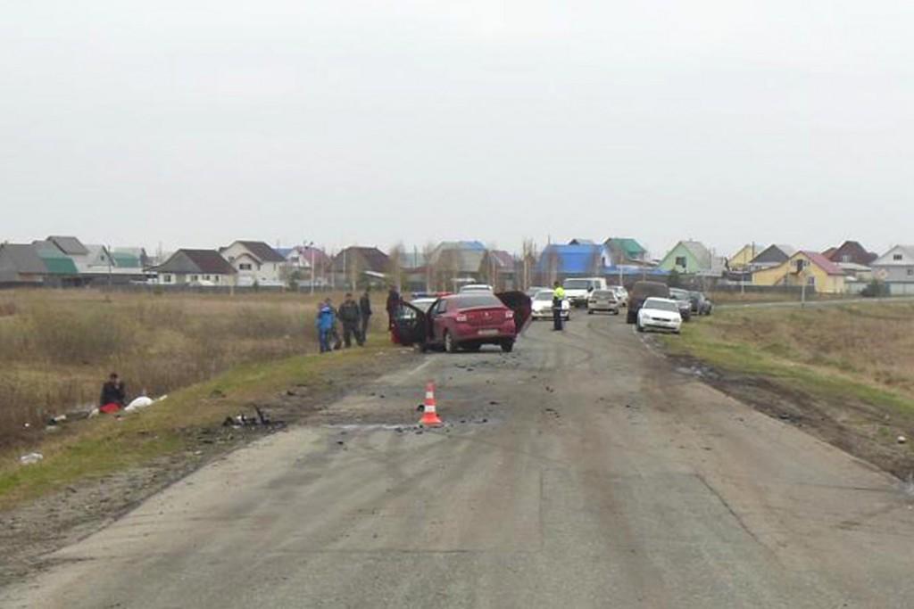 Трагедия, унесшая жизни троих участников дорожного движения, произошла сегодня около 11 часов утра в окрестностях районного центра Тюменской области
