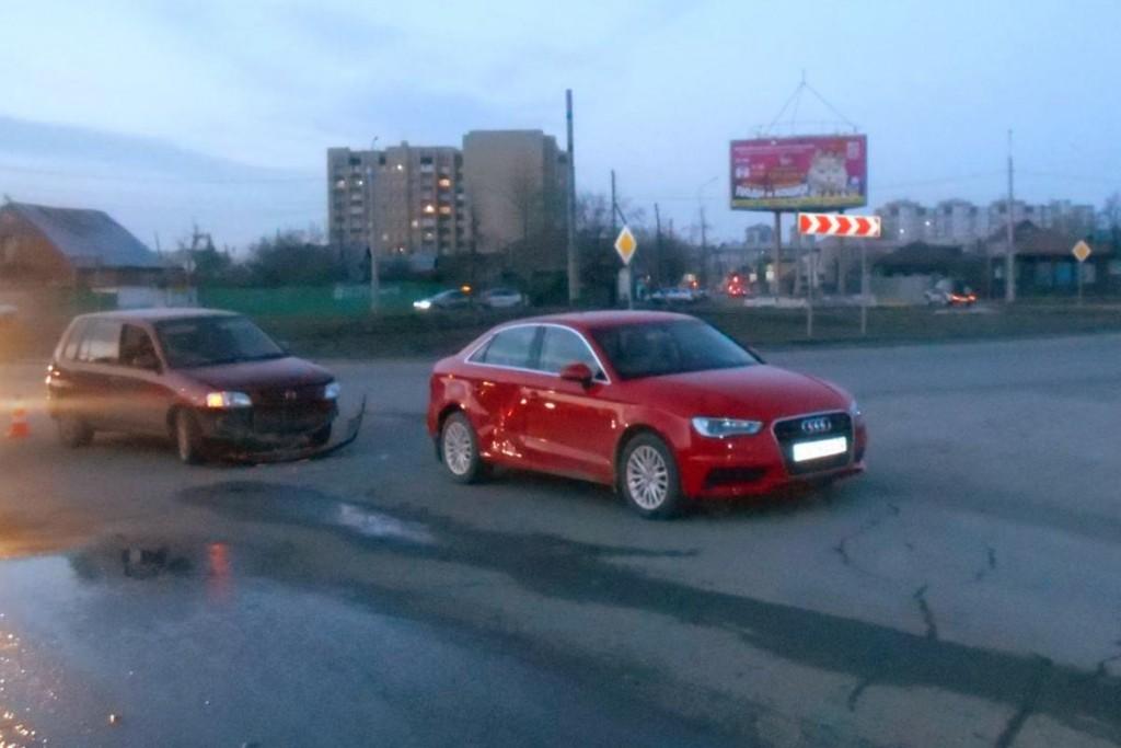 3-летняя пассажирка получила  травму в столкновении автомобилей «Мазда» и «Ауди», которое случилось на ул.Калинина, 55