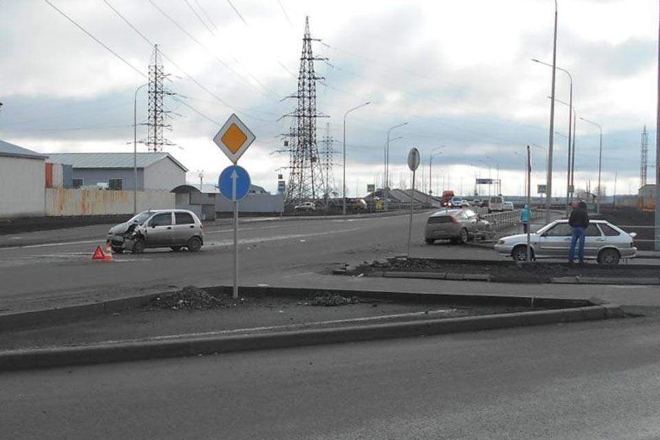4 человека получили травмы в ДТП на ул.Камчатской, 196, на подъезде к новой мостовой развязке