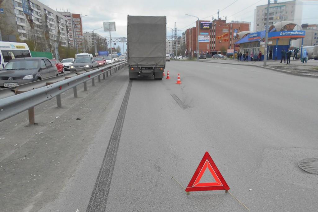 В областном центре на пересечении улиц Мельникайте и Гнаровской около половины второго часа дня грузовичок «Ниссан Кондор» сбил 8-летнего ребенка
