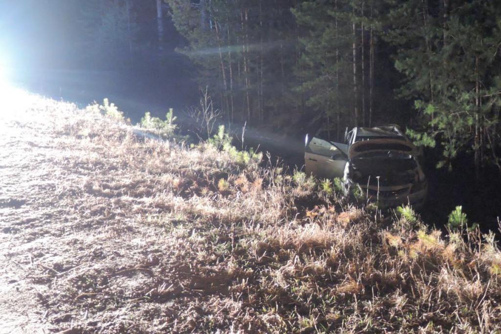 На 2-м километре подъездной автодороги к деревне Мотуши автомобиль «Хундай Солярис», в котором ехали три женщины и  мужчина, опрокинулся в кювет