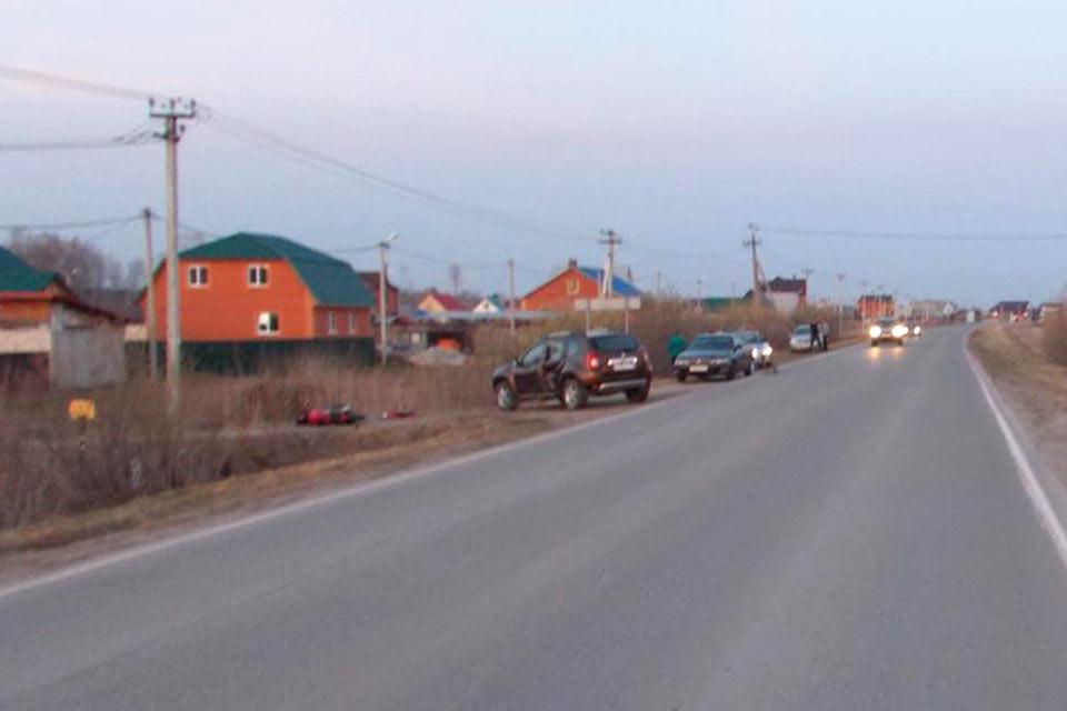В пять часов дня в воскресенье на 28-м километре Салаирского тракта столкнулись мотоцикл китайского производства и автомобиль «Рено Дастер»