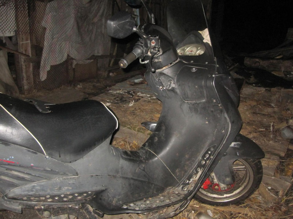 В девять часов вечера в деревне Синицына Ишимского района опрокинулся мопед «Racer»